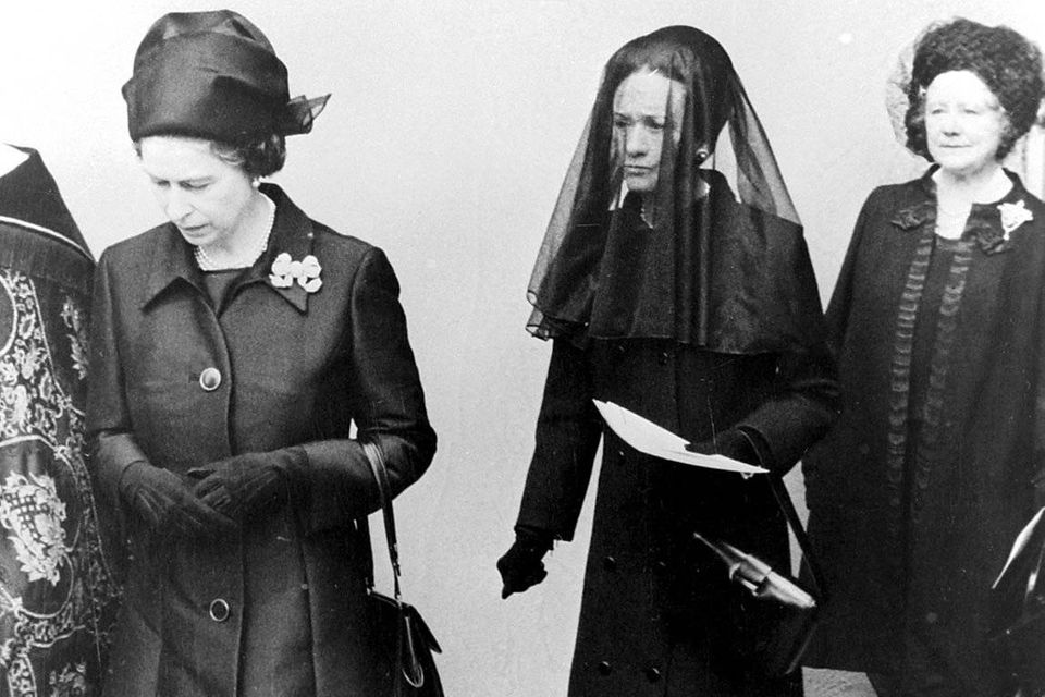 Queen Elizabeth, Wallis Simpson, Herzogin von Windsor, und Queen Mum auf der Beerdigung des Herzogs von Windsor im Jahr 1972.