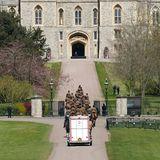 So wird es aussehen, wenn der Sarg von Prinz Philip aus der privaten Kapelle des Schlosses geholt wird.
