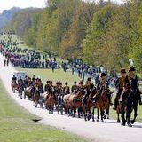 Auch die Truppen, die als Teil der Prozession am Nachmittag den Sarg in die St. George's Chapel begleiten werden, sind bereits auf Schloss Windsor eingeritten.