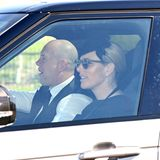 Prinz Philips Enkelin Zara Tindall und ihr Mann Mike wirken bei ihrer Ankunft aufSchloss Windsor fast ein wenig heiter.