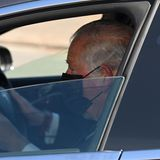 Prinz Charles ist die Trauer um seinen Vater trotz Maske deutlich anzusehen.