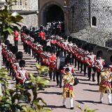 DieFoot Guards Band marschiert über das Schlossgelände.