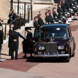 Auch Herzogin Camilla betritt Schloss Windsor.