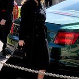 Ebenso wie Prinzessin Eugenie, die wie ihre Großmutter den Seiteneingang benutzt.