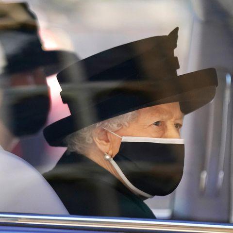 Die Queen folgt der Prozession in ihrem Bentley.