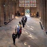 In der Kapelle  Ein schwerer Weg findet nun sein endgültiges Ende. Der Sarg mit Philips Leichnam wird in die St. George's Chapel getragen