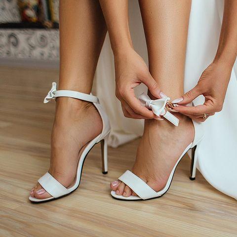 Von Hoch bis flach: 15 Schuhe, die den Brautlook perfekt machen