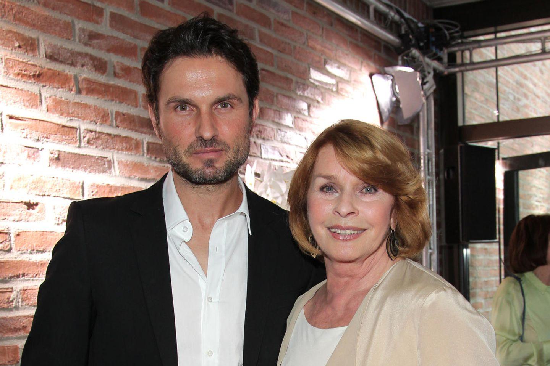 Simon Verhoeven mit seiner Mutter Senta Berger.