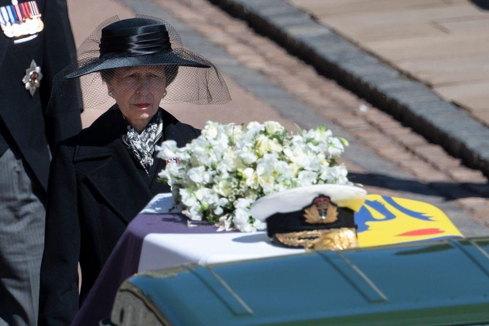 Die Trauer steht Prinzessin Anne während des Trauermarsches ins Gesicht geschrieben.