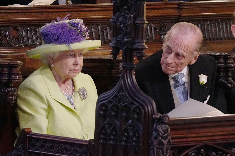 Das Ehepaar sitzt während der Hochzeit von Prinz Harry und Herzogin Meghan nebeneinander.
