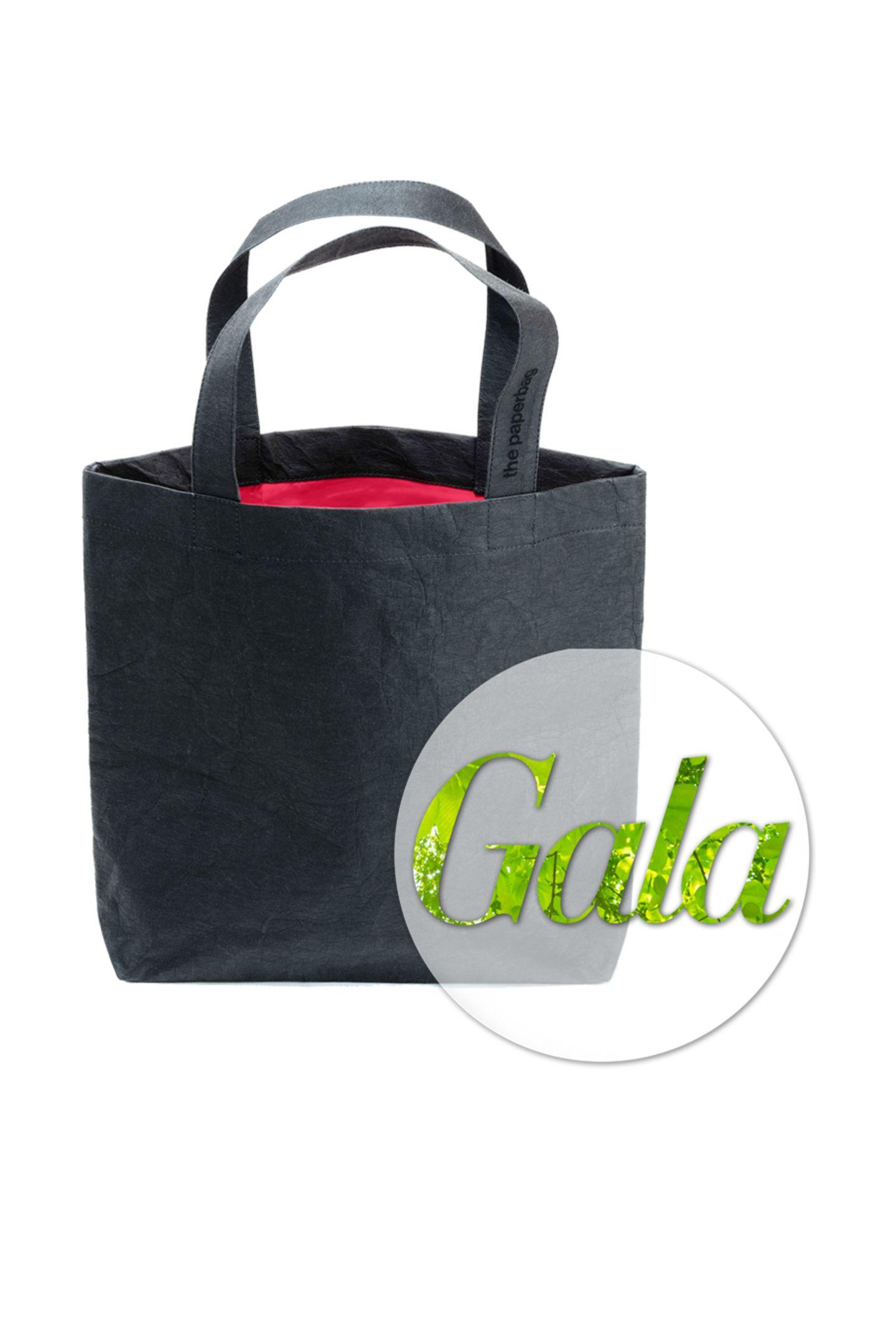 """Nachhaltig, stylish und Made in Germany: das sind die Taschen von""""the paperbag"""".Die stylischen Shopper aus waschbarem, 100% FSC-zertifziertem Papier aus nordeuropäischen Wäldern überzeugen uns auf Anhieb und begleiten uns nun bei jedem Marktbesuch.Von """"the paperbag"""", kostet ca. 85 Euro."""