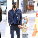 20. April 2021  Schauspieler Ryan Reynolds unternimmt einen Stadtbummel mit TöchterchenInez, die mit ihren süßen Zöpfen wie eine Miniversion ihrer Mama Blake Lively aussieht. Das Paar hat mittlerweile drei gemeinsame Töchter, aber heute hat die Kleine ihren Papa mal ganz für sich alleine!