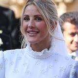 Nicht nur beim Kleid, sondern auch beim Make-up setzt Sängerin Ellie Goulding auf einen dezenten Look. Hier steht vor allem die Natürlichkeit im Fokus, die durch das roséfarbene Blush und das softe Augen-Make-up perfekt hervorgehoben wird.