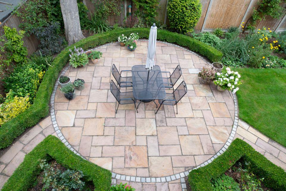 Kleinen Garten gestalten: 12 praktische Tipps und Tricks für die Wohlfühloase