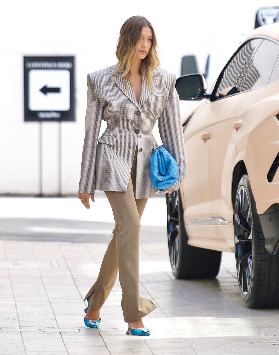 Hailey Bieber auf dem Weg zu einem Geschäftstermin in Beverly Hills.