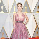 2017: Scarlett Johansson in Azzedine Alaia  Bei dieser Kleiderwahl brachten böse Stimmen das Bild auf, dass die eigentlich so stilsichere Scarlett an einen Duschvorhang erinnern würde. Eine Ähnlichkeit ist nicht zu bestreiten.