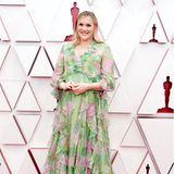 Emerald Fennel sticht in ihrem gemusterten Kleid von Gucci hervor.