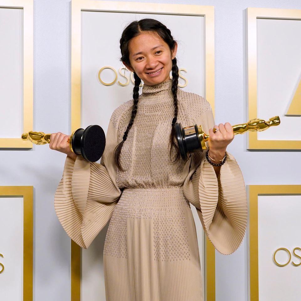 """Chloé Zhao wurde für """"Nomadland"""" bei den Oscars 2021 ausgezeichnet."""