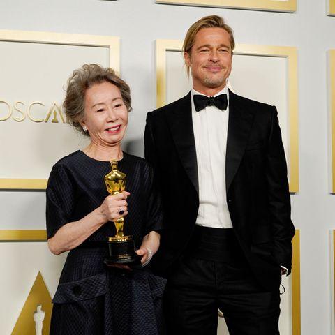 Yuh-Jung Youn und Brad Pitt
