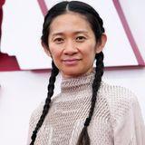 Manchmal ist der natürliche Glow das Schönste, was eine Frau tragen kann – das beweist Chloé Zhao bei den Oscars 2021.