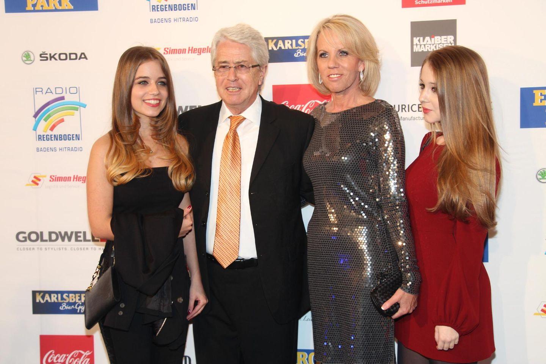 Frank Elstner, Ehefrau Britta, Tochter Lena und Tochter Enya (r.)