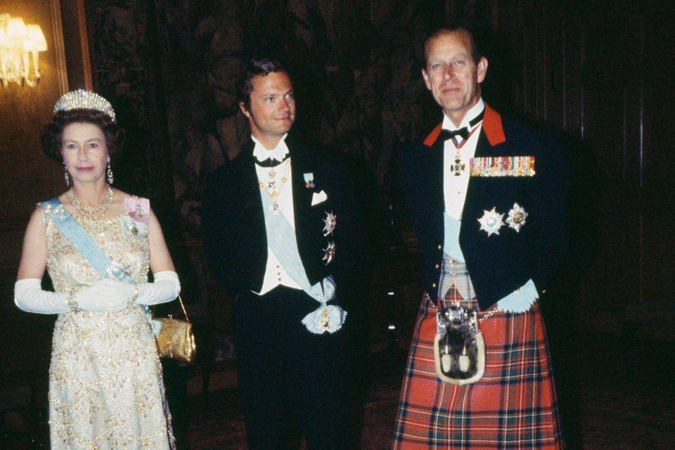 König Carl Gustaf und Prinz Philip kannten sich Jahrzehnte. Das Foto zeigt den Prinzen und Queen Elizabeth beim Staatsbesuch 1975 in Stockholm.