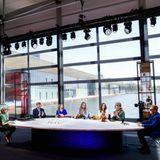 Im Rahmen des Feiertages nehmen König Willem-Alexander, Königin Máxima und ihre drei Töchter auf dem High-Tech-Campus an einer Online- und TV-Sendung teil.