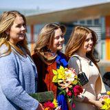 Dieses Trio macht seine Eltern unglaublich stolz! Gemeinsam werden die Töchter von König Willem-Alexander und Königin Máxima am Königstag abgelichtet. Sie lachen fröhlich in die Kameras und beantworten geduldig Fragen – die schönste Begleitung für das Geburtstagskind!
