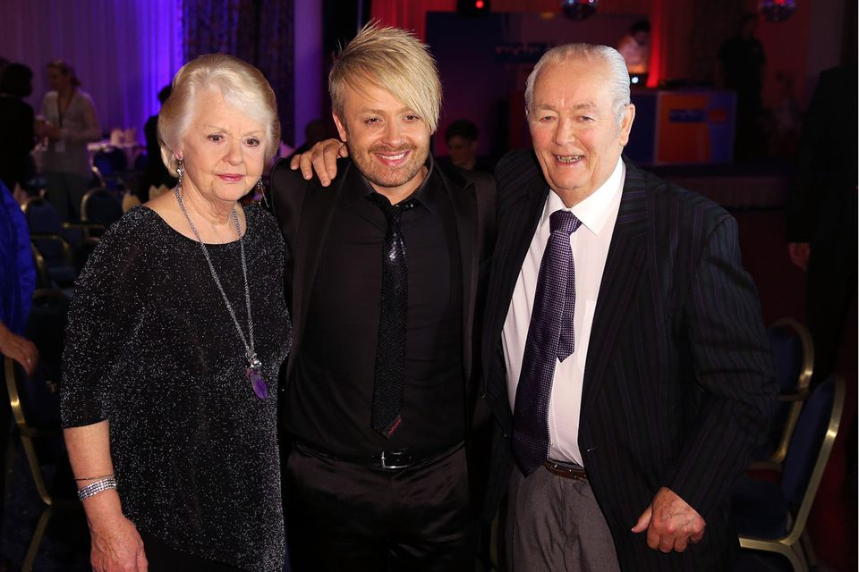 Ross Antony mit seinen Eltern Vivien Catterall und Denis Catterall 2015. Sein Vater stirbt 2017. Er hatte lange Zeit gegen Parkinson und Krebs gekämpft.