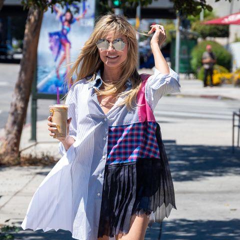 Gestreift, kariert und bunte Farben – Heidis neustes Sommerkleid besticht durch wilden Muster-Mix. Verrückterweise ist das aber nicht das aufregendste an ihrem Outfit. Das weit geschnittene Blusenkleid ist superkurz und wirkt fast so, als ob der Wind jede Sekunde zu viel von Heidi entblößen könnte.