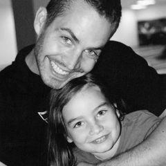 Als Paul Walker am 30. November 2013 bei einem Autounfall starb, war Meadow gerade 15 Jahre alt geworden. Bis heute teilt sie ihre Trauer und die Liebe für ihren Vater mit schönen Erinnerungsfotos, zu sehen ist aber auch, dass trotz diesem schmerzhaften Verlust ein starkeund engagiertejunge Frau aus ihr geworden ist.