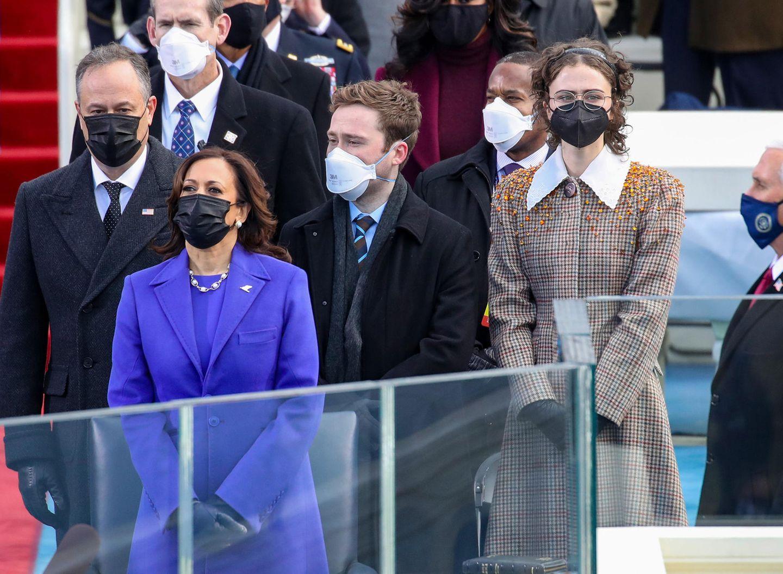 Schon bei der Amtseinführung von Joe Biden und Kamala Harris zog sie mit ihrem stylischen Auftreten alle Blicke auf sich. Nun ist auch die New Yorker Modeszene auf sie aufmerksam geworden.