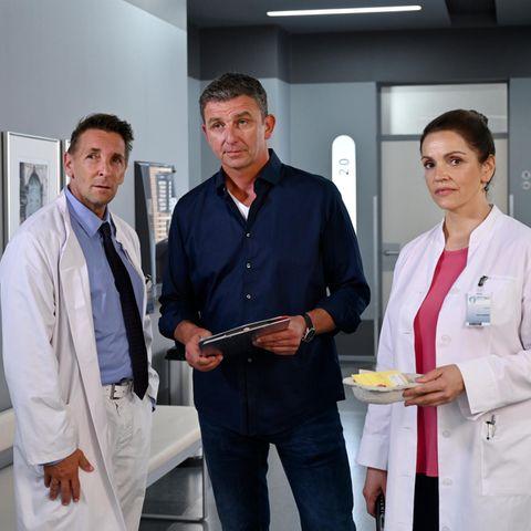 """Neue Staffel vom """"Bergdoktor"""":Dr. Alexander Kahnweiler (Mark Keller),Dr. Martin Gruber (Hans Sigl) undDr. Vera Fendrich (Rebecca Immanuel) (v.l.n.r.)"""