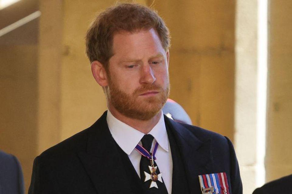 Prinz Harry bei der Trauerfeier für seinen Großvater Prinz Philip (†99) am 17. April 2021
