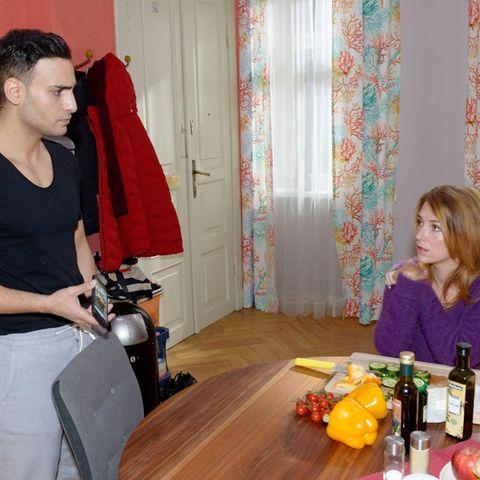 Lilly (Iris Mareike Steen) spürt, dass Nihats (Timur Ülker) Vertrauen zu seinem Vater schwindet.