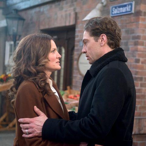 """Rote Rosen"": Tatjana (Judith Sehrbrock, l.) und Paul (Leander Lichti)"