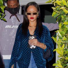 Rihanna ist in Sachen Hair and Make-up eine Verwandlungskünstlerin – das hat sie in den letzten Jahren schon mehrfach unter Beweis gestellt. Doch nun präsentiert sie sich in einem Look, der auch für Rihannas Verhältnisse gewagt ist. Ihre lange Mähne ist jedenfalls Geschichte.