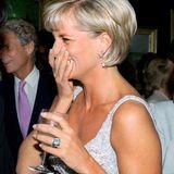 Für Prinzessin Diana war dieser Ring von Asprey mit riesigem Aquamarin ein Neuanfang: Sie schenkte ihn sich angeblich selbst zur vollzogenen Scheidung von Prinz Charles 1996.