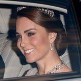 """Nun trägt sie auch Herzogin Catherine, ebenfalls oft in harmonischer Kombination mit der """"Lover's Knot""""-Tiara."""