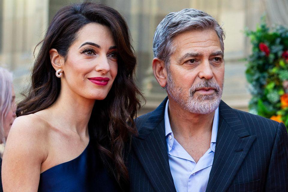 Gemeinsam mit ihren Zwillingen Alexander und Ella können Amal und George Clooney das neue Anwesen genießen.