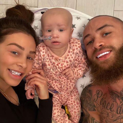 Ashley Caine mit seiner TochterAzaylia und seiner FreundinSafiyya