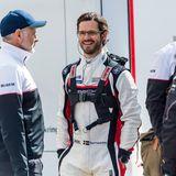 """7. Mai 2021  Carl Philip von Schweden darf wieder ordentlich Gas geben, denn auch in diesem Jahrkämpft der royale Motorsport-Fan um den """"Porsche Carrera Cup"""". Für den PS-Prinzenund sein Team beginnt die neue Saison auf der Rennstrecke von Kaageröd."""