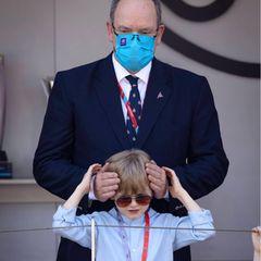 Auch wenn es manchmal zu laut ist für Prinz Jacques, genießt er den gemeinsamen Auftritt mit Papa beim Monaco E-Prix.