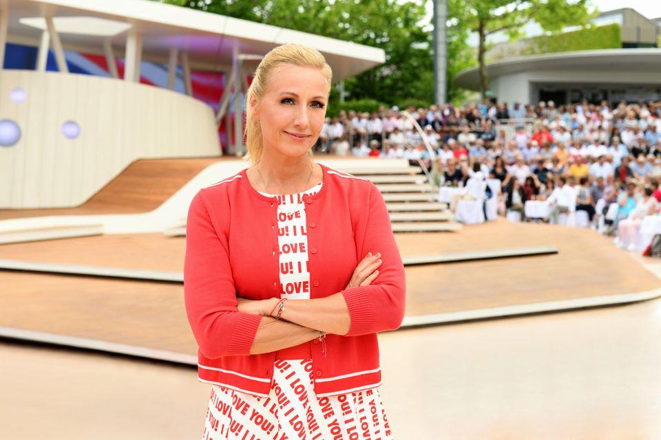 "Andrea Kiewel präsentiert den ""ZDF-Fernsehgarten"""
