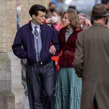 """Er hat zwar nicht die Rolledes Prinzen Eric in """"Arielle"""" bekommen, aber das heißt nicht, dass wir Harry Stylesin Zukunft nicht trotzdem auf der Leinwand sehen werden.Der Sänger und die Schauspielerin Emma Corrin, bekannt aus """"The Crown"""", zeigen sich gemeinsam für Dreharbeitendes Films """"My Policeman"""". Der Film spielt in den 50er Jahren und basiert auf dem gleichnamigen Roman von Bethan Roberts, der im Jahr 2012 veröffentlicht wurde."""