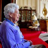 """10. Mai 2021  Queen Elizabeth freut sich darüber, bei einem Videochat mit Vertretern der Organisation """"Royal Life Saving Society"""" an ihren Erfolg als Rettungsschwimmerin in ihrer Jugend erinnert zu werden. Damals erhielt die 14-Jährige Prinzessin Elizabeth sogar als erste Gewinnerin den Lebensretter-Award."""