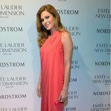 So kennt man die Schauspielerin eigentlich: die Haare perfekt gestylt, hohe Schuhe und eine glamouröse Robe. Modische Fehlgriffe gibt es bei Eva Mendes auf dem Red Carpet selten!