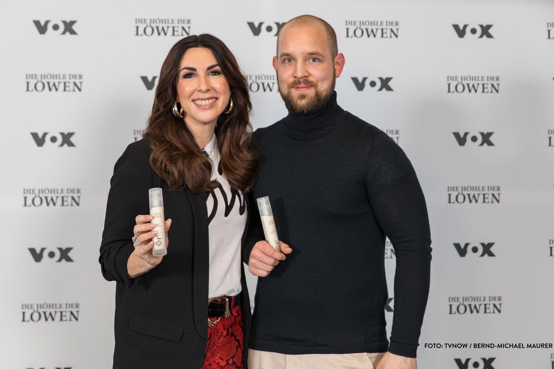 mellow NOIR: Naturkosmetik aus Kaffeesatz, Julian Koesters mit seiner Investorin Judith Williams