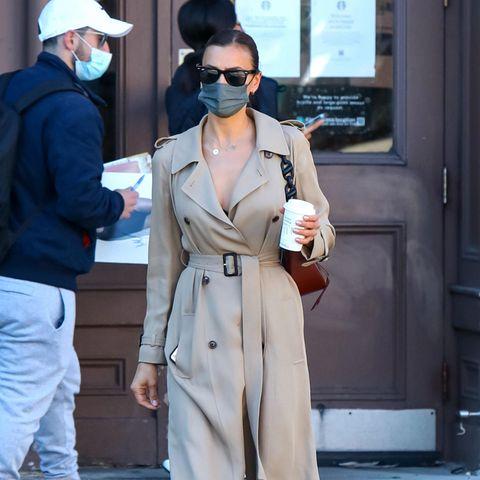 Irina Shayk ist ein echter Style-Profi: Sie trägt ihren Trench-Coat nicht als Jacke, sondern als Kleid – raffiniert!