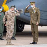 13. Mai 2021  Auf dem Luftwaffenstützpunkt in Madrid begrüßt König Felipe dieletzten aus Afghanistan zurückgekehrtenSoldaten und ehrt sie für ihren Einsatz. Der Monarch ist als Staatschef auch das Oberhaupt der spanischen Armee.